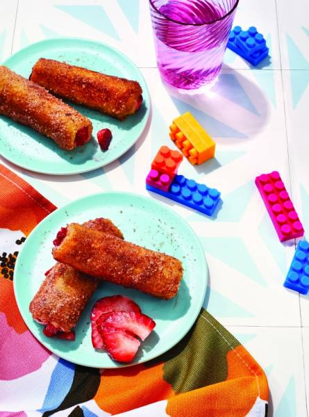 image for Fiesta Food: Churros de fresa arrollados